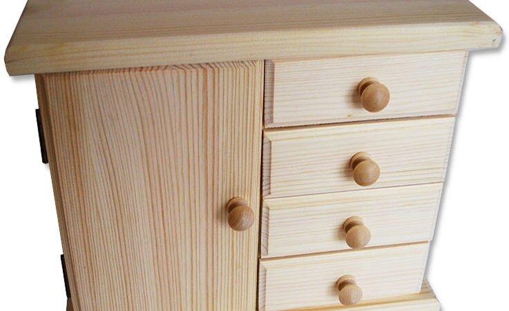 Komódka szafka drewniana z szufladami.