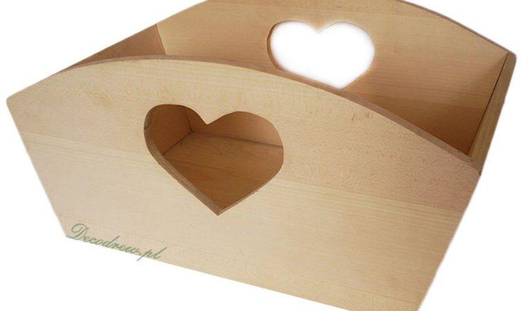 Drewniane pudełko z sercem.