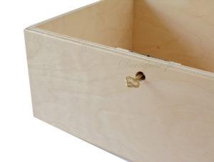 Pojemnik ze sklejki z kluczykiem na koperty z życzeniami