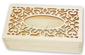 Chustecznik drewniany ze wzorem ażurowym.