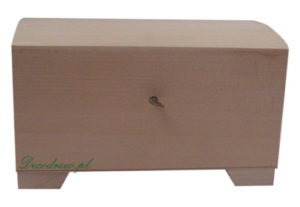 Zamykany drewniany kufer
