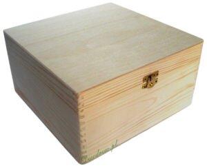 Drewniane pudeło z zapieciem