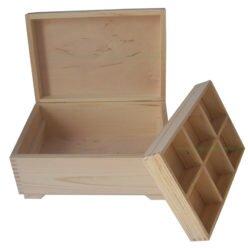 Drewnainy kufer z przegrodą