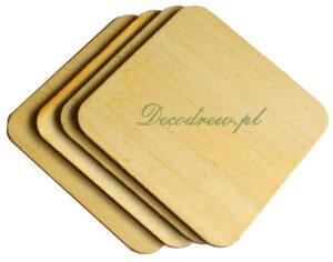 Produkcja podkładek drewnianych w różnych kszatałtach.Drewniana podkładka w kształcie kwadratu. Wycinanki laserowe ze sklejki.