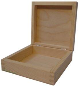 Kwadratowe pudełko drewniane decoupage.