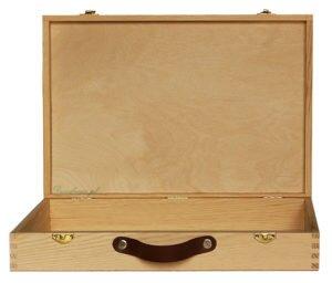 Drewniana walizka środek suropwe drewno rękodzieło zdobienie.