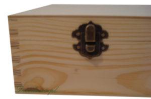 Ozdobny zatrzask pudełka drewnianego. Decoupage ozdabianie decodrew