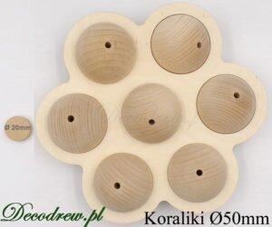 Produkujemy na zlecenie koraliki drewniane lakierowane. Kulka drewniana duża o średnicy 50mm w dekoracji ozdobnej kwiatek.